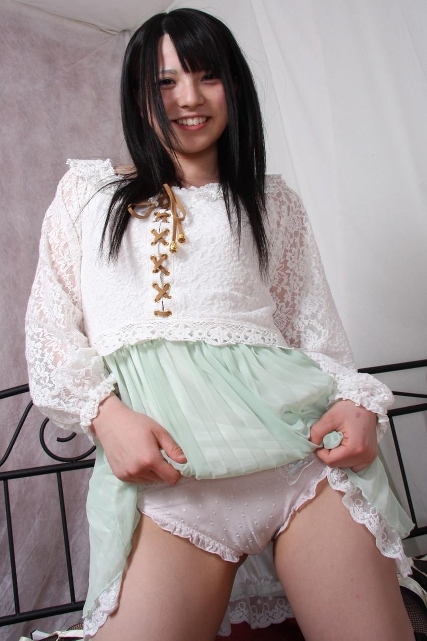 【セルフパンチラエロ画像】女の子からスカートを撒くってパンチラ披露wwww 77