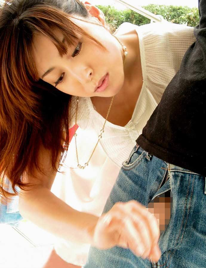 【手コキエロ画像】女の子の柔らかい手でシコシコ…単純だけど気持ちいい! 09