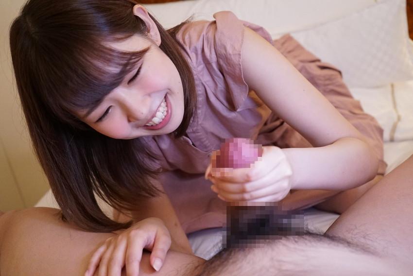 【手コキエロ画像】女の子の柔らかい手でシコシコ…単純だけど気持ちいい! 55
