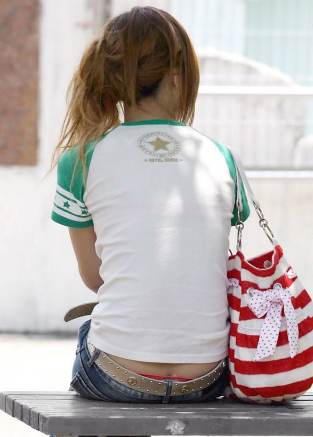 【ローライズエロ画像】こんなファッション、パンチラ不可避に決まってるだろwww 08