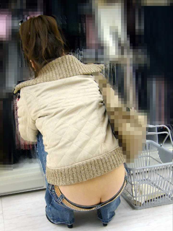 【ローライズエロ画像】こんなファッション、パンチラ不可避に決まってるだろwww 58