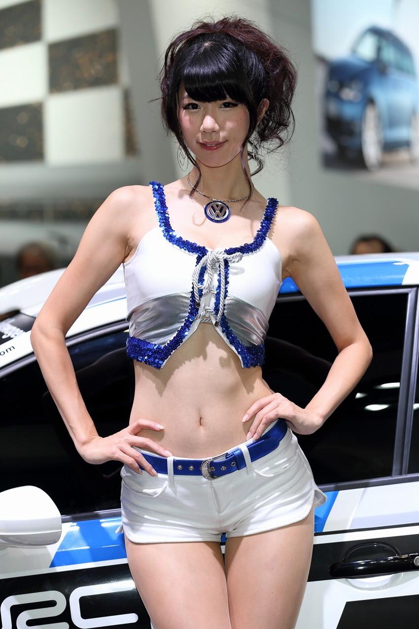 【キャンギャルエロ画像】こんなハレンチな衣装で大衆の面前に!?キャンギャルってエロッ! 43