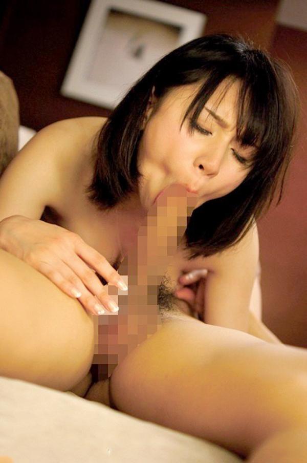 【シックスナインエロ画像】男女で互いに互いの性器を舐めあって刺激するシックスナイン 29