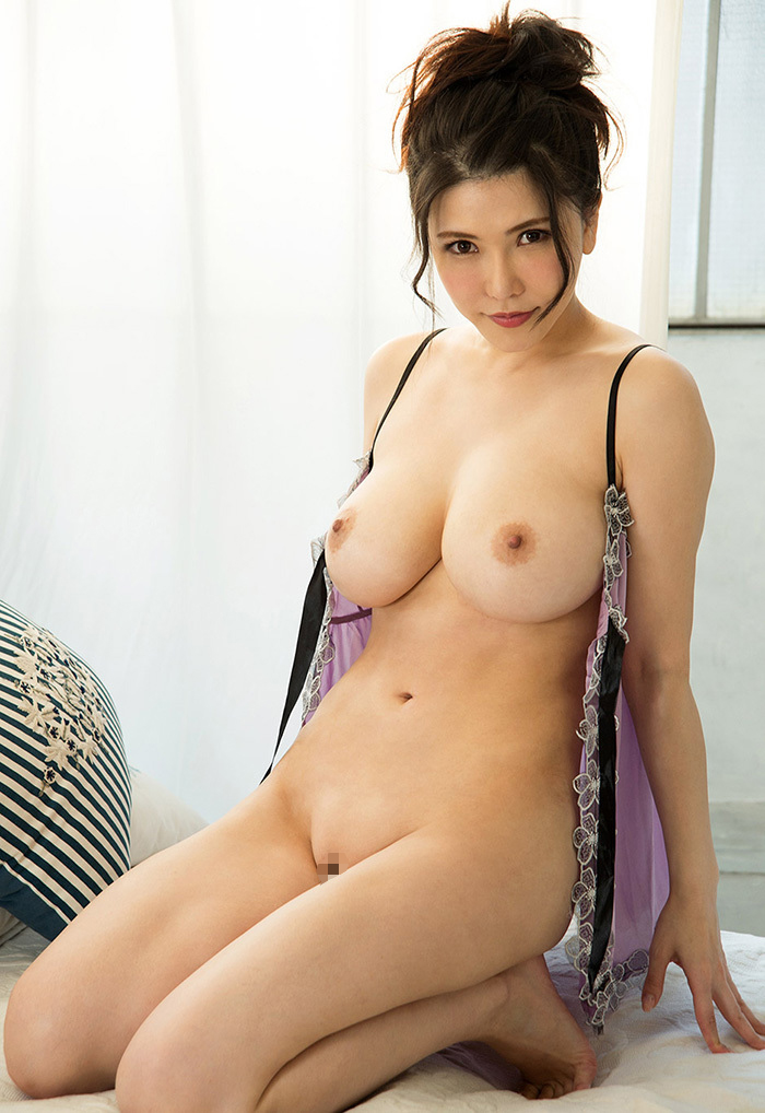 【美乳エロ画像】素晴らしい!ため息が出そうな綺麗なおっぱいの持ち主www 48