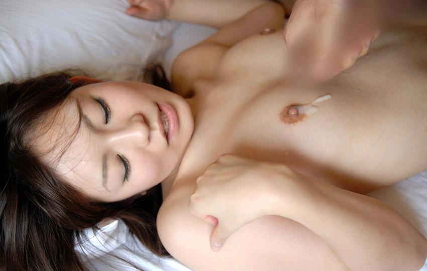 【射精エロ画像】これはセックス事後?女の子の体にザーメントッピング! 75