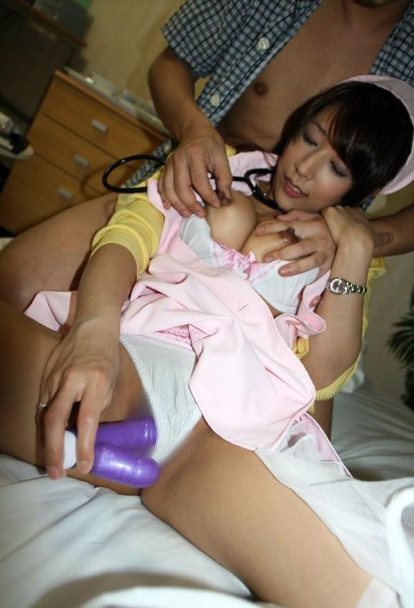 【ナースエロ画像】ナース姿の女の子たちのエロ画像にめっちゃ興奮できるエロ画像 72