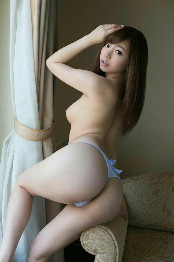 【Tバックエロ画像】お尻丸出しなセクシーすぎるTバックって最高に興奮する! 32