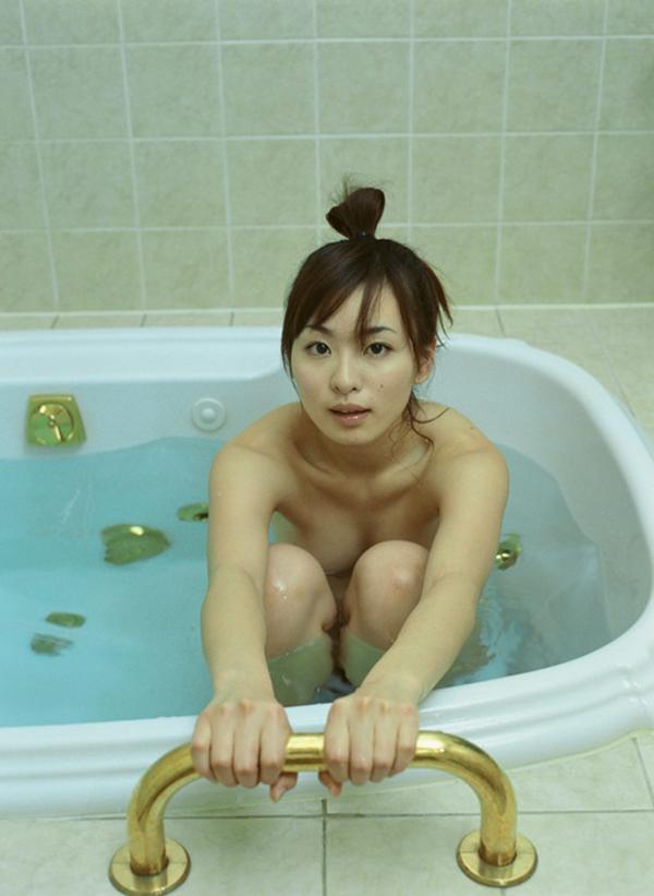 【入浴エロ画像】入浴中の女の子!当然、全裸だから堪らんよな!wwww 07