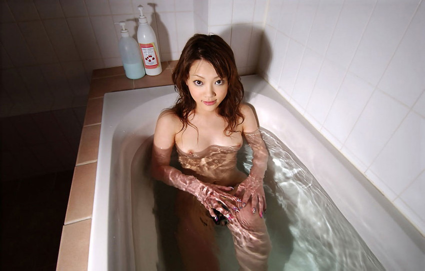 【入浴エロ画像】入浴中の女の子!当然、全裸だから堪らんよな!wwww 35