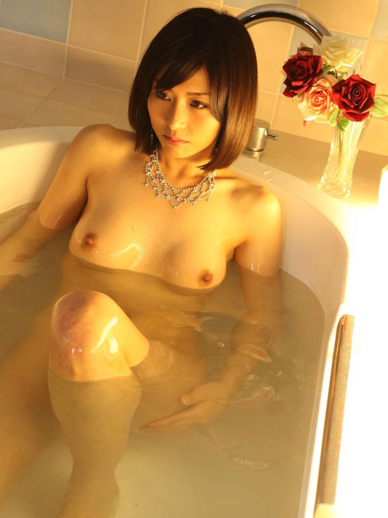 【入浴エロ画像】入浴中の女の子!当然、全裸だから堪らんよな!wwww 40