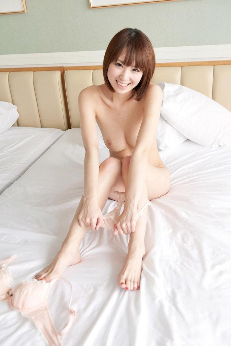 【パンツ半脱ぎエロ画像】脱ぎかけパンツがセクシー!?フェチ心がくすぐられる! 53