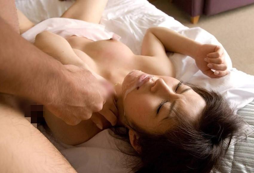 【顔射エロ画像】女の子の可愛い顔面に男の欲望汁がべったりと…卑猥! 13