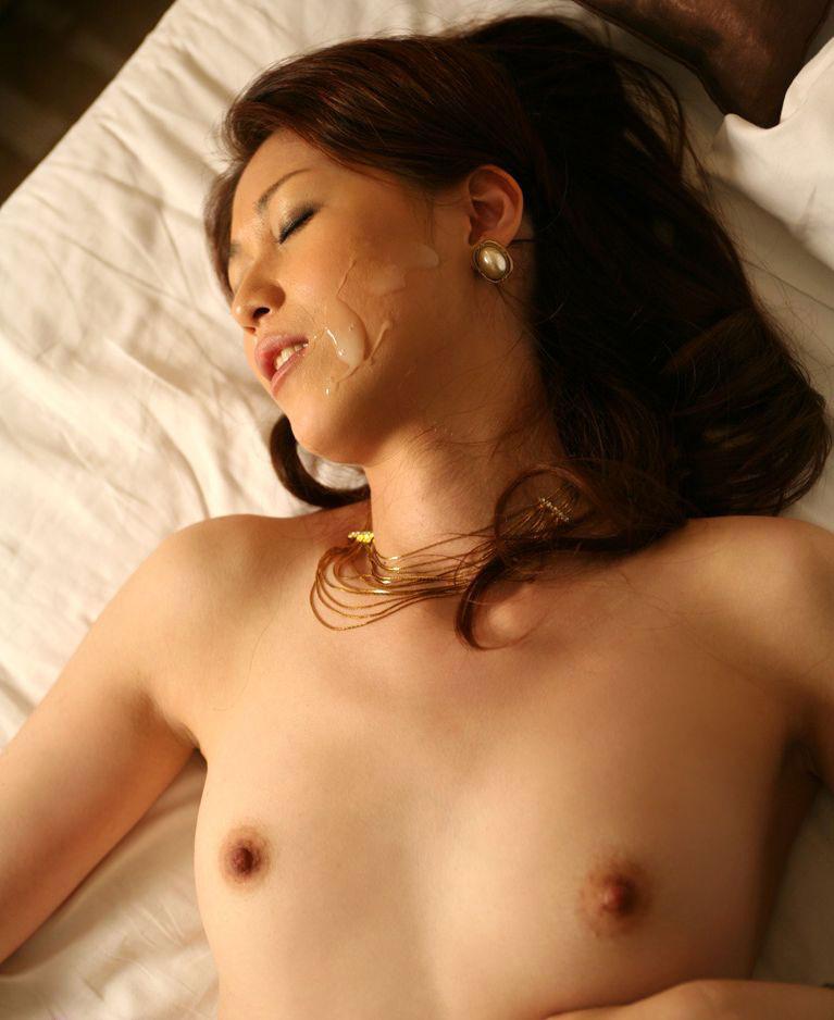 【顔射エロ画像】女の子の可愛い顔面に男の欲望汁がべったりと…卑猥! 47