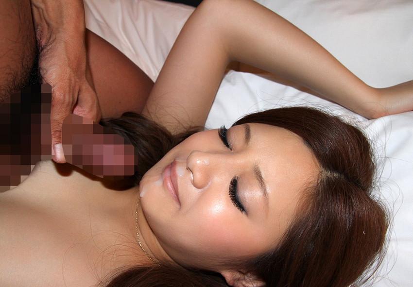 【顔射エロ画像】女の子の可愛い顔面に男の欲望汁がべったりと…卑猥! 77
