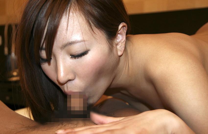 【全裸フェラエロ画像】全裸でチンポにしゃぶり尽き、欲しがる女! 14