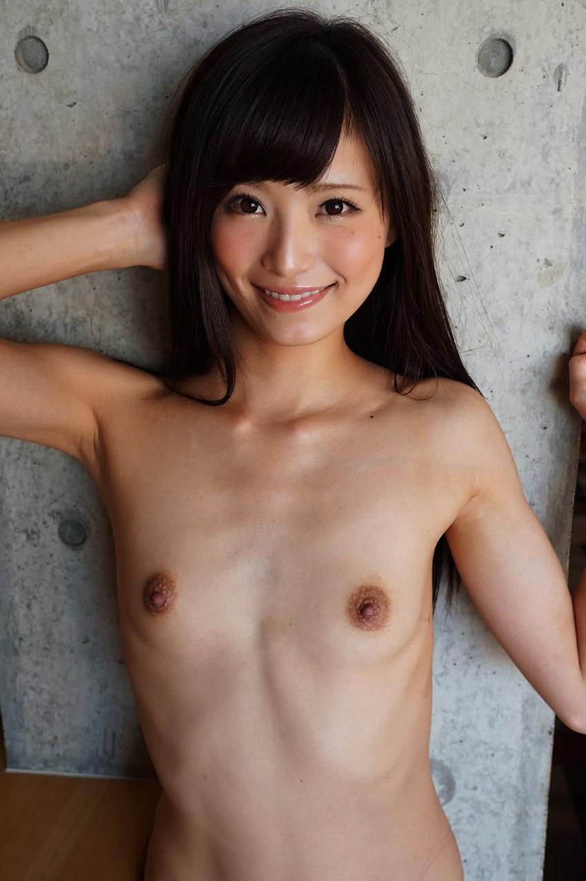 【ちっぱいエロ画像】膨らみかけた少女のような可愛い乳房に妄想が大爆発! 67