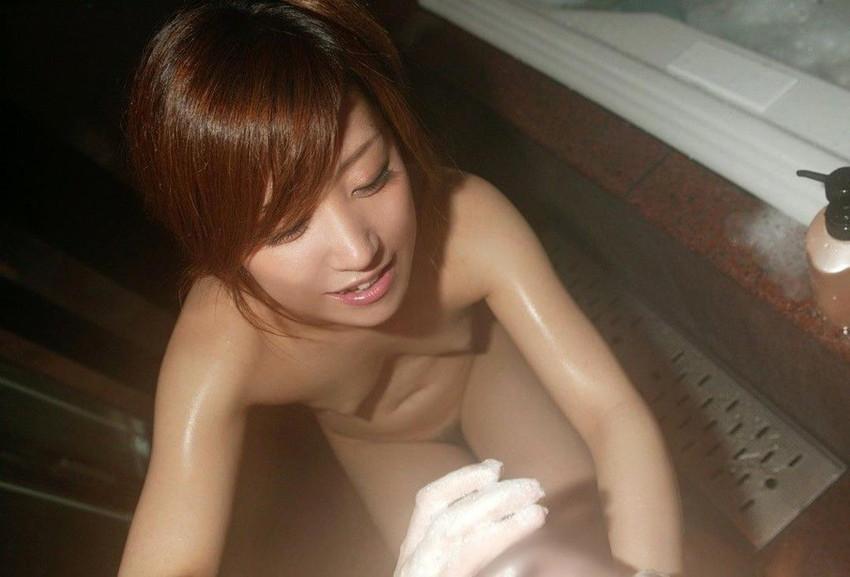 【手コキエロ画像】ソフトサービスだけど女の子にシテもらえるという優越感! 28