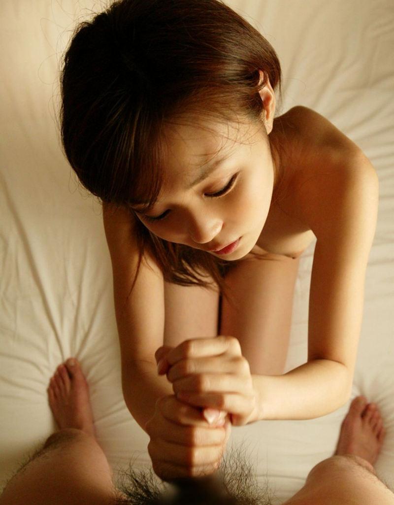 【手コキエロ画像】ソフトサービスだけど女の子にシテもらえるという優越感! 52