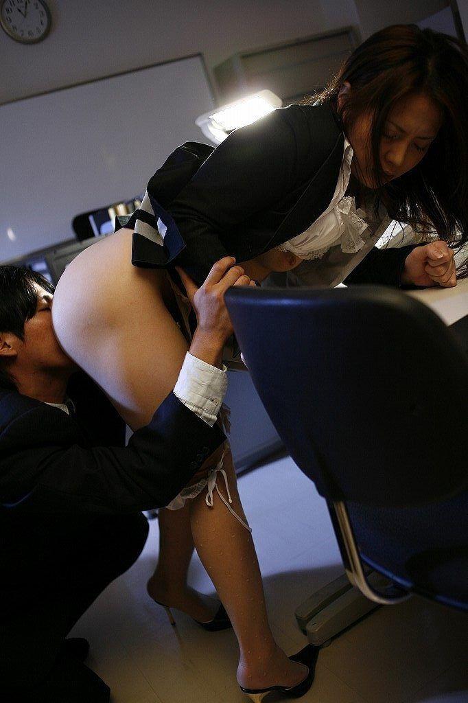 【クンニリングスエロ画像】女の子の股間をぺろぺろ舐めるクンニリングスエロ画像 32