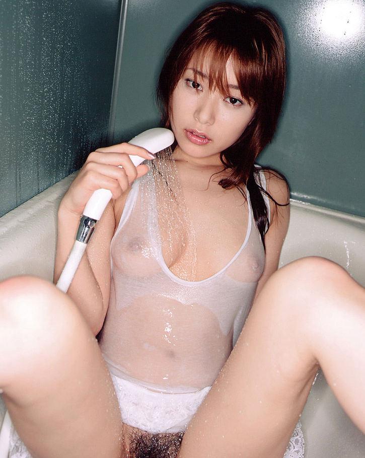 【濡れ透けエロ画像】濡れて透けた着衣は卑猥すぎる!こんなにもスッケスケ! 04