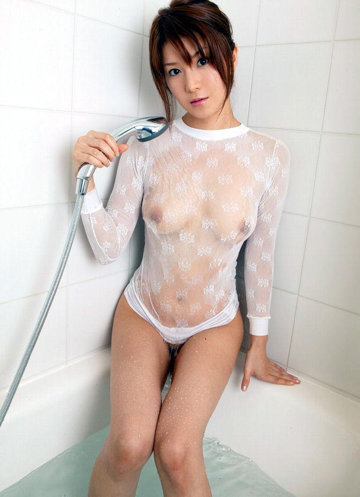 【濡れ透けエロ画像】濡れて透けた着衣は卑猥すぎる!こんなにもスッケスケ! 23