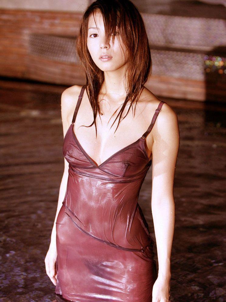 【濡れ透けエロ画像】濡れて透けた着衣は卑猥すぎる!こんなにもスッケスケ! 29