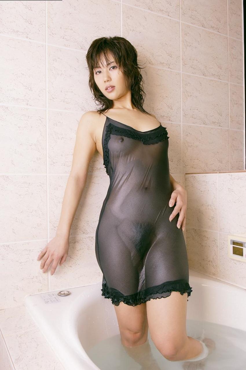 【濡れ透けエロ画像】濡れて透けた着衣は卑猥すぎる!こんなにもスッケスケ! 38