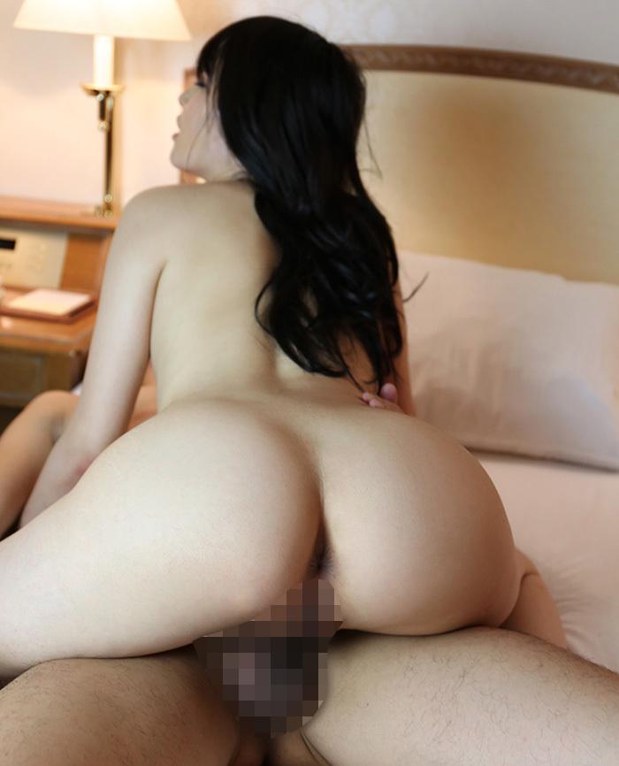 【騎乗位エロ画像】女の子がえっさほいさ!と腰を使うセックスの体位 22