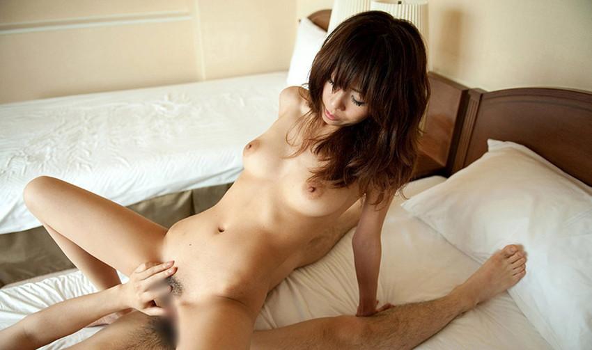 【騎乗位エロ画像】女の子がえっさほいさ!と腰を使うセックスの体位 45