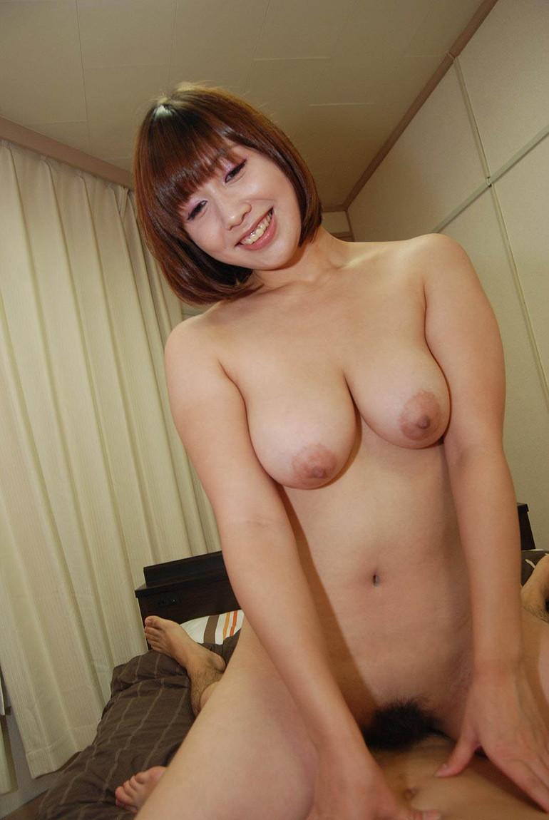 【騎乗位エロ画像】女の子がえっさほいさ!と腰を使うセックスの体位 48