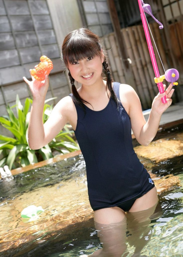 【スク水エロ画像】ビキニ水着もソソるけど、たまにはこんなマニアックな水着もイイ! 76