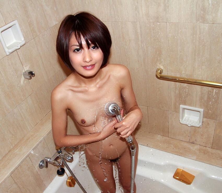 【シャワーエロ画像】この滴る水滴になりたい!全裸でシャワー中の女の子画像 17