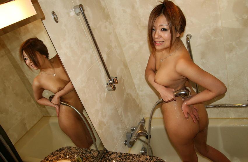 【シャワーエロ画像】この滴る水滴になりたい!全裸でシャワー中の女の子画像 42