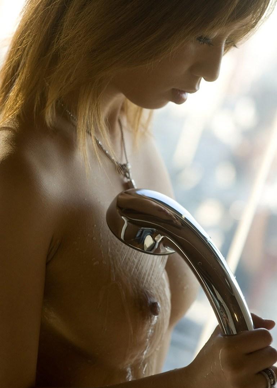 【シャワーエロ画像】この滴る水滴になりたい!全裸でシャワー中の女の子画像 60