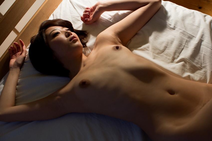 【ちっぱいエロ画像】貧乳だなんて言わないで!可愛らしいちっぱい女子の画像 21