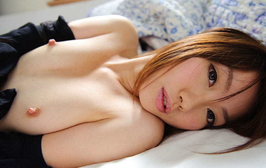 【ちっぱいエロ画像】貧乳だなんて言わないで!可愛らしいちっぱい女子の画像 22