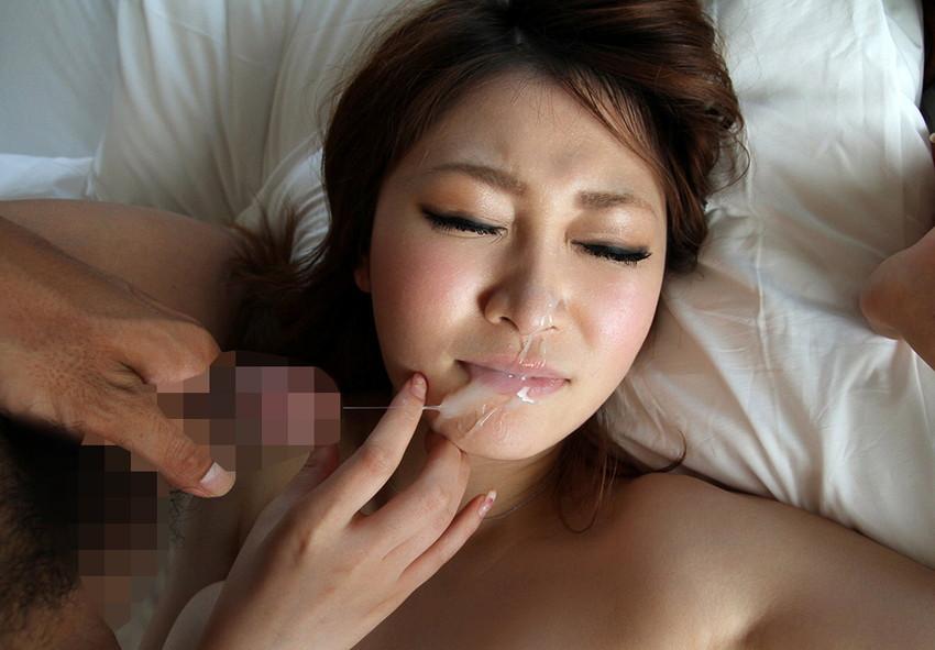 【顔射エロ画像】顔中がザーメンまみれ!卑猥な顔射後の女の子の表情がイイ! 02