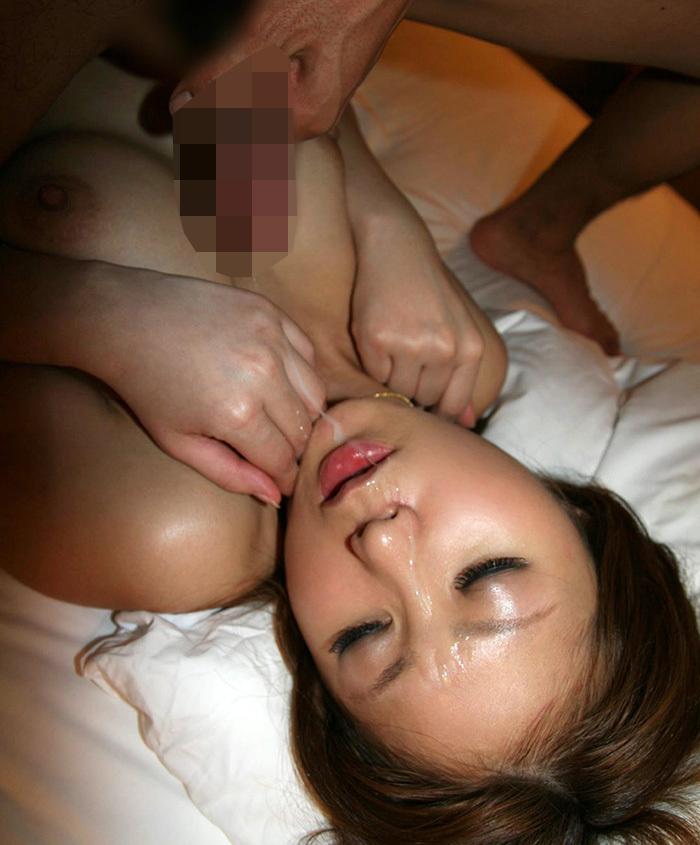【顔射エロ画像】顔中がザーメンまみれ!卑猥な顔射後の女の子の表情がイイ! 29