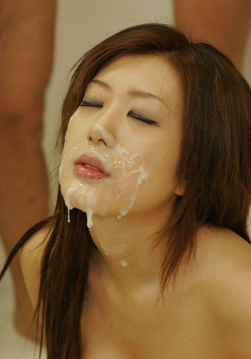 【顔射エロ画像】顔中がザーメンまみれ!卑猥な顔射後の女の子の表情がイイ! 61