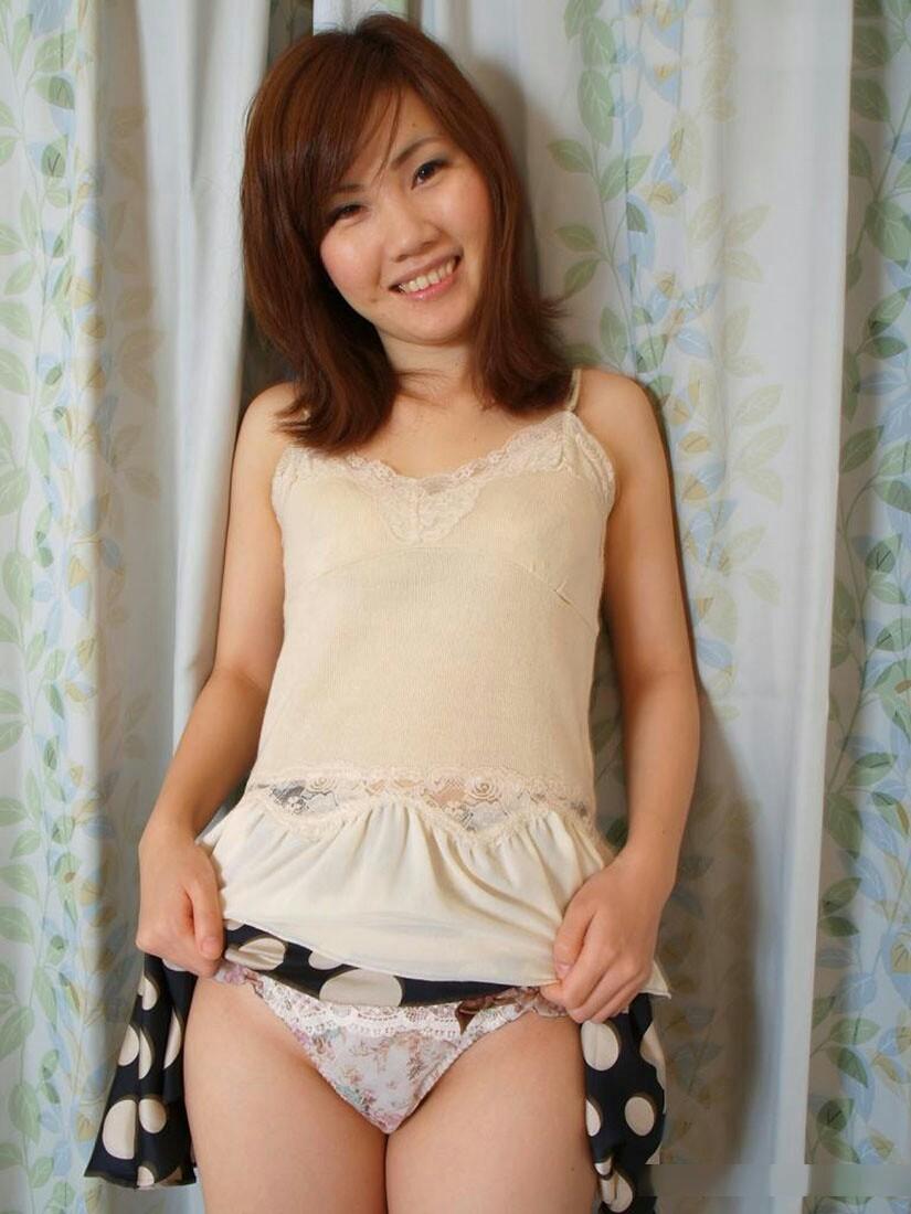 【セルフパンチラエロ画像】パンチラみたいの?見せて上げる!といわんばかりの破廉恥女子! 26