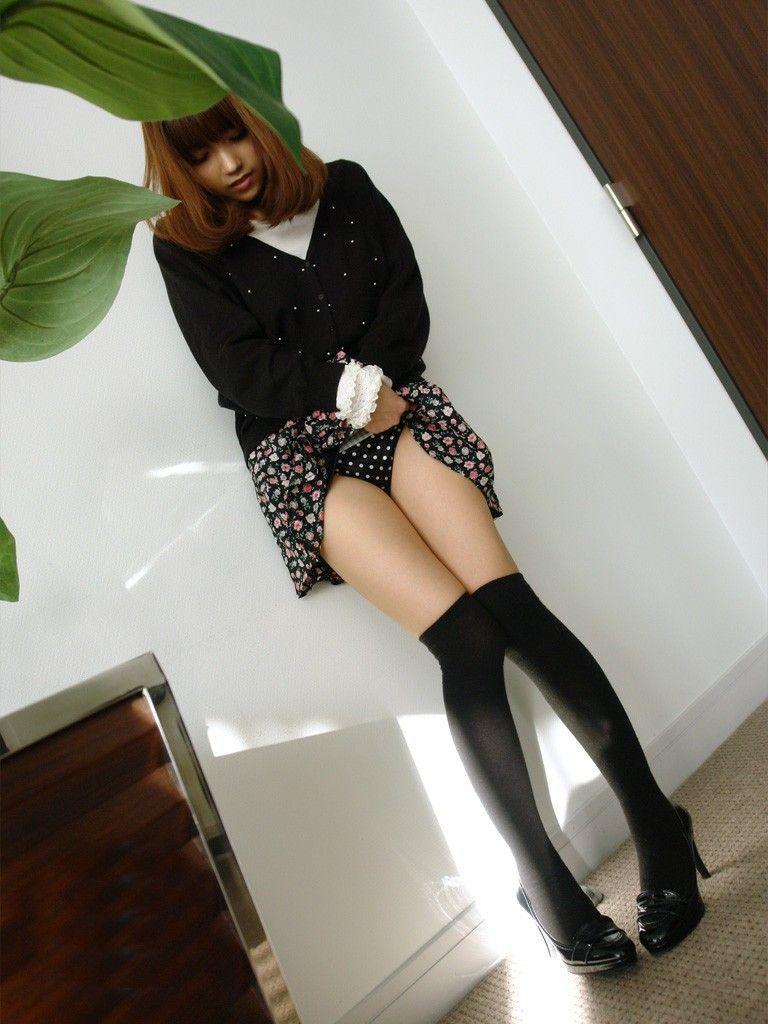 【セルフパンチラエロ画像】パンチラみたいの?見せて上げる!といわんばかりの破廉恥女子! 36