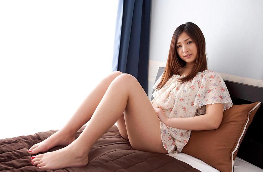 【美脚エロ画像】美しい脚線美の先には…妄想とまらない美脚の女の子! 06