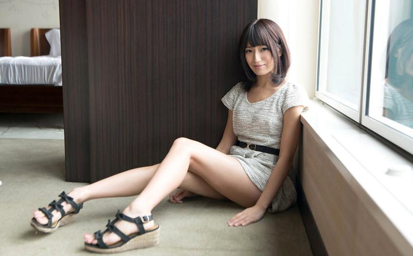【美脚エロ画像】美しい脚線美の先には…妄想とまらない美脚の女の子! 09