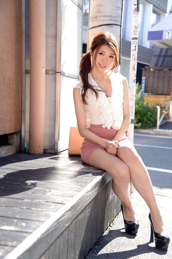 【美脚エロ画像】美しい脚線美の先には…妄想とまらない美脚の女の子! 12