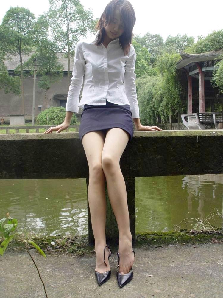 【美脚エロ画像】美しい脚線美の先には…妄想とまらない美脚の女の子! 28