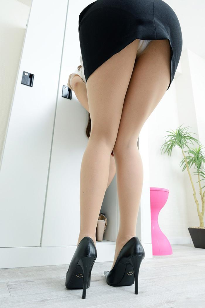 【美脚エロ画像】美しい脚線美の先には…妄想とまらない美脚の女の子! 73