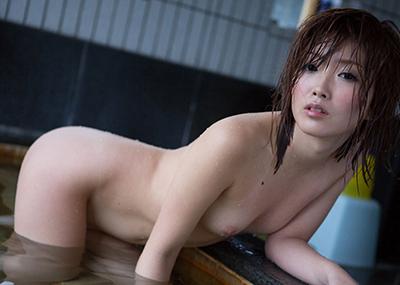 【入浴エロ画像】お風呂に入るときは全裸が当たり前!入浴中の女子のエロ画像