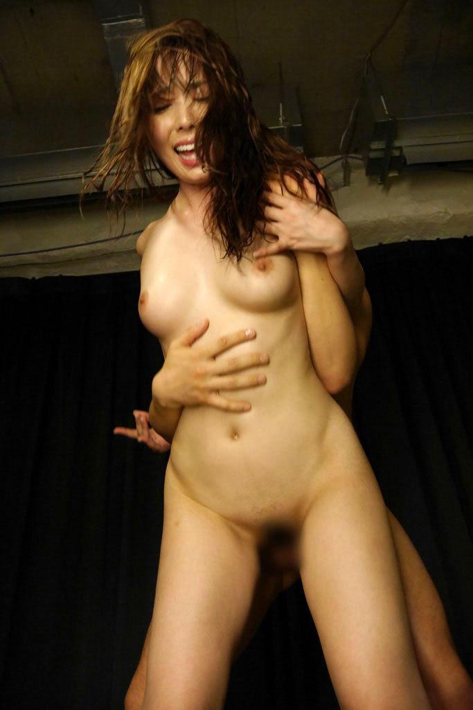 【立位エロ画像】立ったままセックス!立位と言われるフィールド無視の体位! 10
