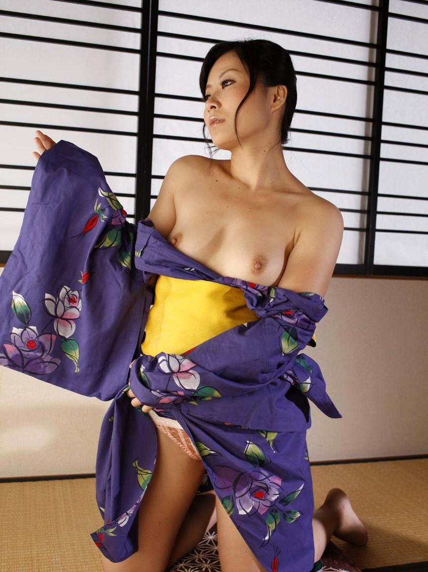 【和服エロ画像】和服姿のエロスに大興奮!これぞ日本人の心だよな! 23
