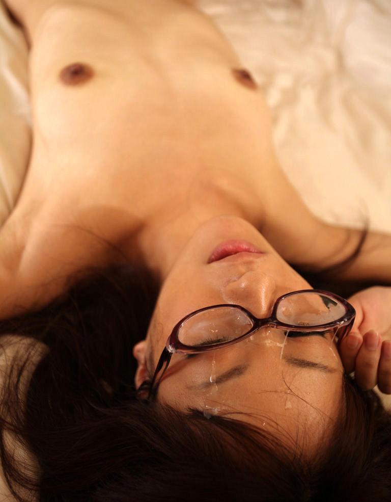 【顔射エロ画像】可愛いお顔がザーメンまみれ!顔射の餌食になった女の子! 55